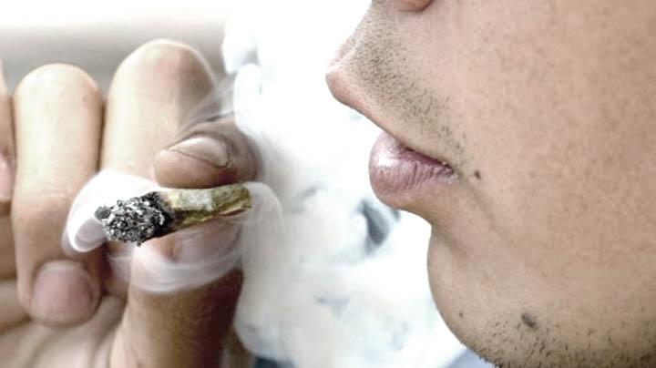 Fumando Marihuana